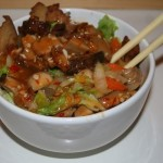 Buddha-bowl-with-spicy-chilli-sauce